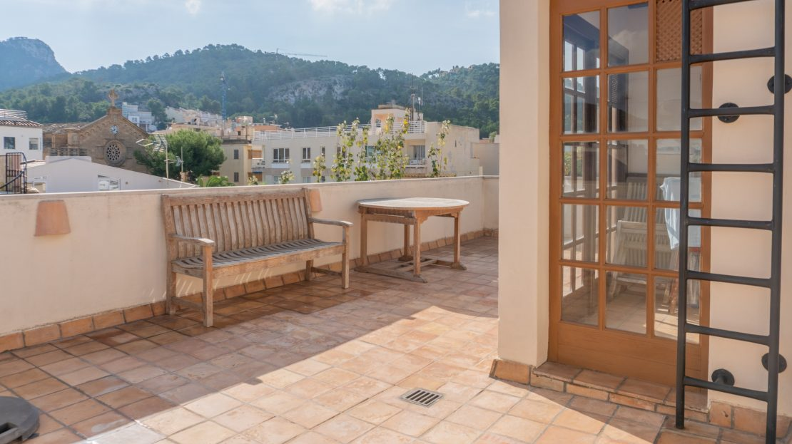 Charming townhouse  with commercial/retail space, garage and sea views for Sale in Port d'Andratx
