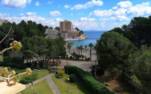Front line apartment in Cala Vinyes | The Mallorca Deal